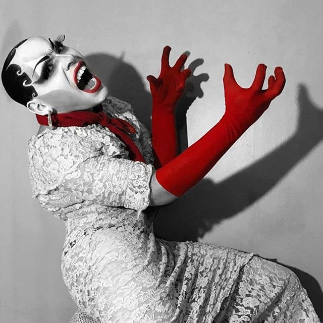 A artista drag Alana Estevam
