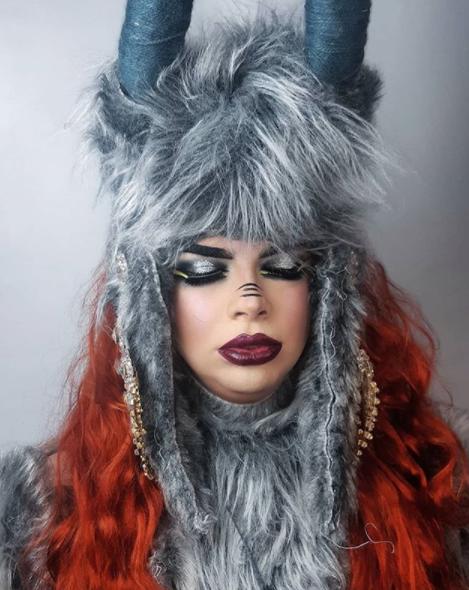 A artista drag queen Mia de Tarso