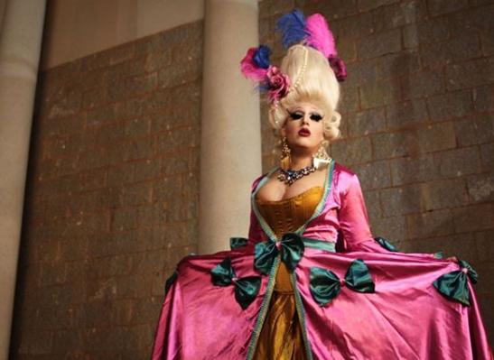 A artista drag queen Zelda