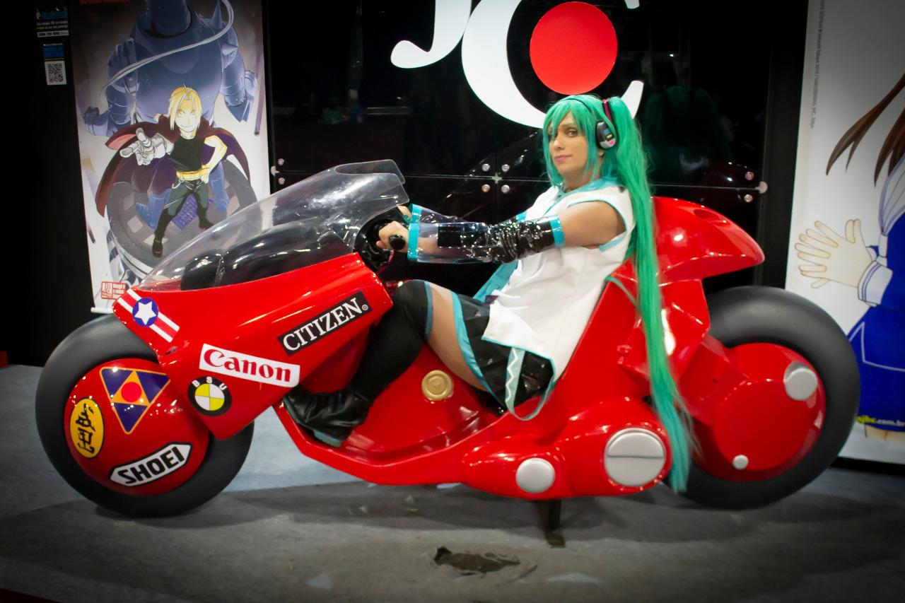 Cleiton Mendes com o cosplay de Hatsune Miku