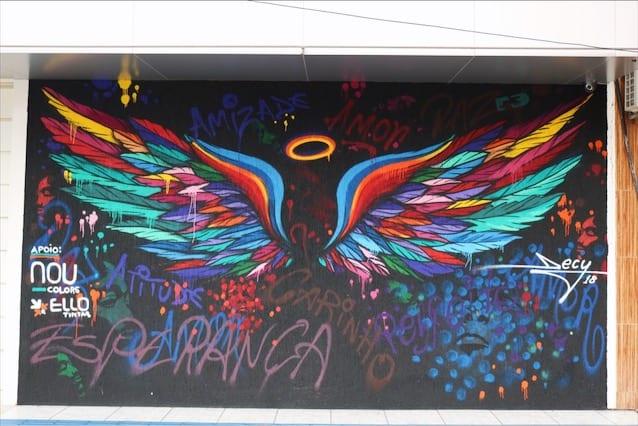Foto do grafismo Asas na Rua 24, no Centro de Goiânia. Obra é de Decy Graffiti | Foto: Carla Falcão | Fonte:  8 locais com grafites incríveis que você tem de conhecer em Goiânia