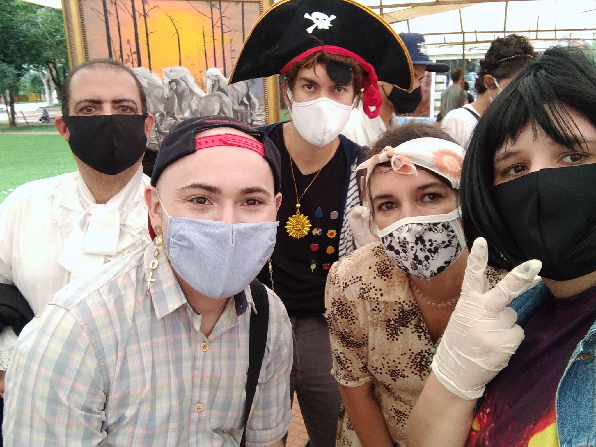 Todo o grupo integrante do projeto. Da esquerda pra direita: Rômulo Vaz, Luan, King Arthur, Valquíria e Caroline Pinheiro.